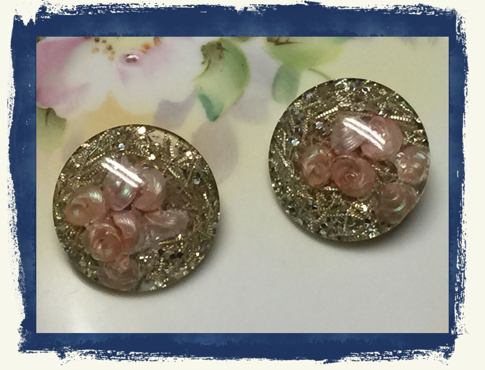 VTG 40s Pink Flowers Gold Flake Silver Glitter 3D Acrylic Round Clip On Earrings