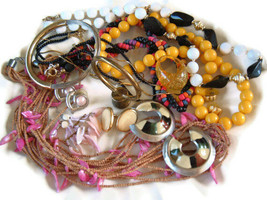VINTAGE to Modern small COSTUME JEWELRY LOT Boho MOD 12 pieces A-103 - $13.83