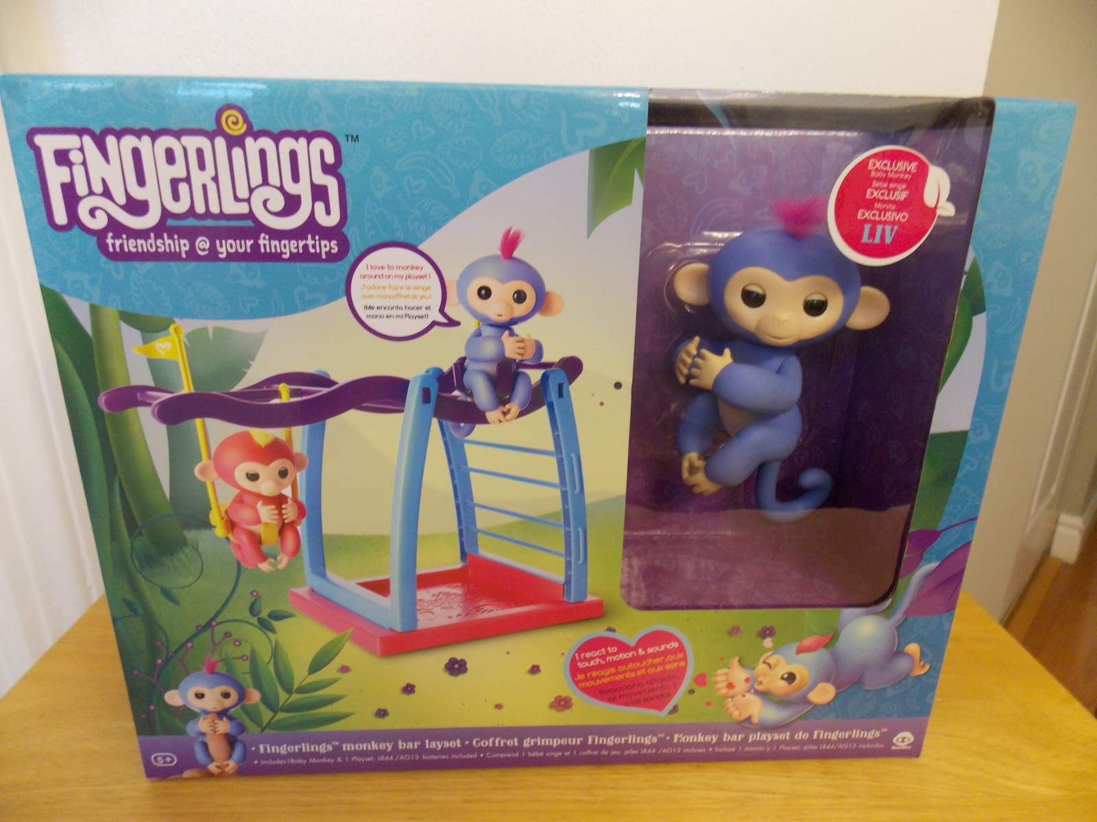 Fingerlings Liv Blue/Purple Hair Interactive Baby Monkey Bar Playset