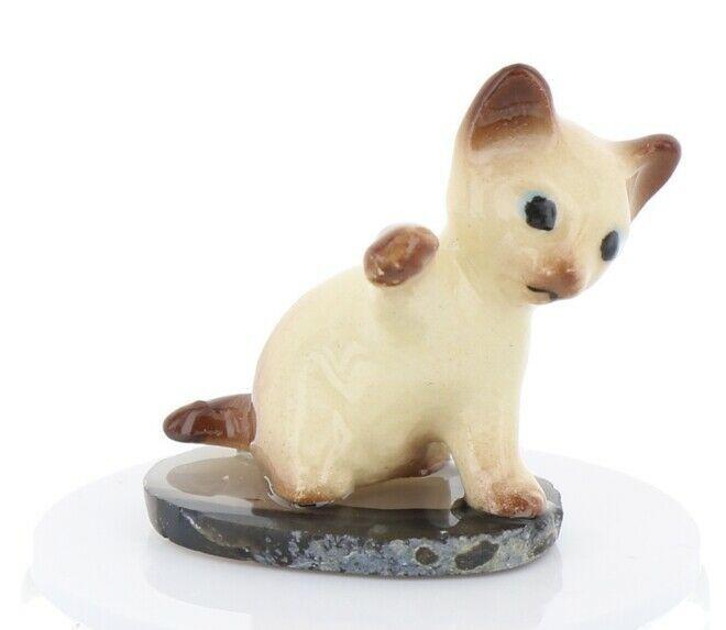Hagen Renaker Miniature Siamese Kitten Paw Up on Base Stepping Stones #2746