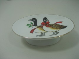 Vintage Ceramic Porcelain Christmas Geese Red Ribbon Soap Dish with Gold... - $10.35
