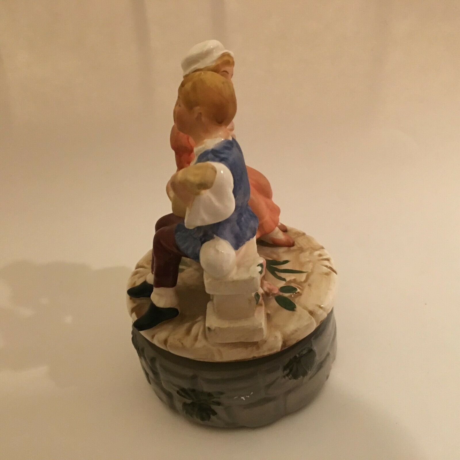VINTAGE BOY & GIRL Handcrafted Rotating MUSIC BOX Works Great TUNDRA JAPAN 6X4x4