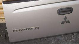 06-09 Mitsubishi Raider Tailgate Tail Gate Trunk Cover Lid image 3