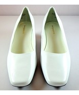 Easy Spirit Womens White Leather Pumps Size 8 WW Slip On Shoes - $42.95