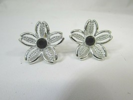 Vintage Sarah Coventry Daisy Clip on Earrings Silvertone Silver Tone 51710 - $19.79