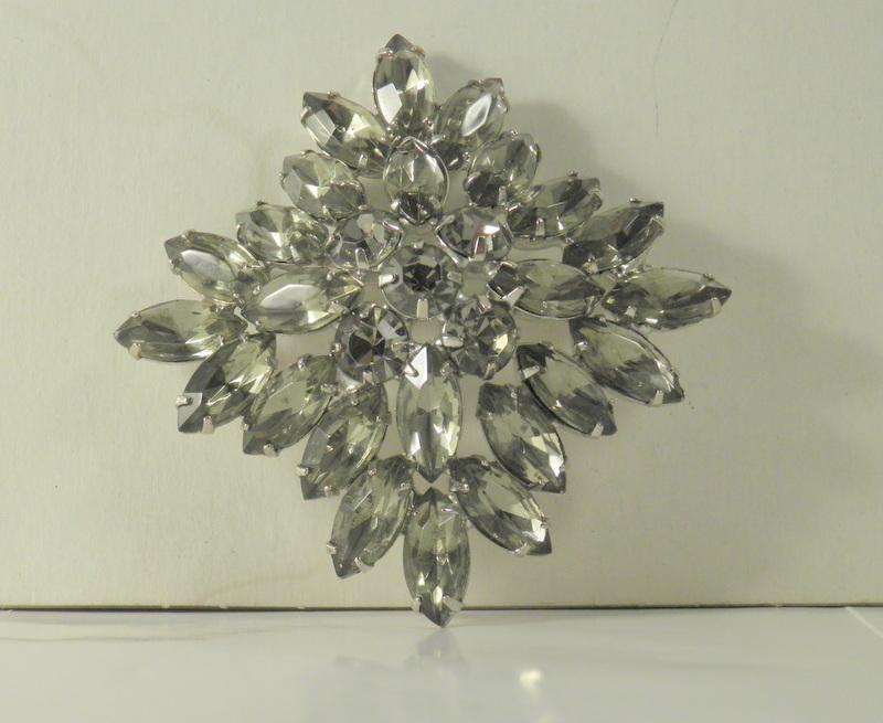 unsigned designer square shape topaz rhodium snowflake vintage brooch 3196