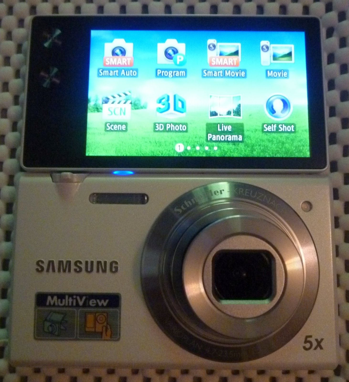 White Samsung MV800 Flipscreen Digital Camera 16.1 MP 720 HD + Accessories