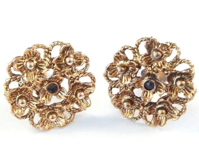 Vintage Clip On Earrings Detailed Flower Design Goldtone - $16.99