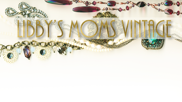 A welcome banner for Libbys_Moms_Vintage booth