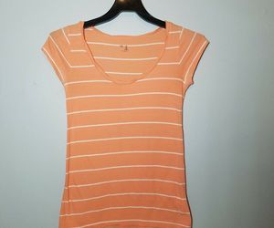 Gap Tshirt Womens Top Peach Cup Sleeves Size XS, an item from the 'Community Picks: Just Peachy' hand-picked list