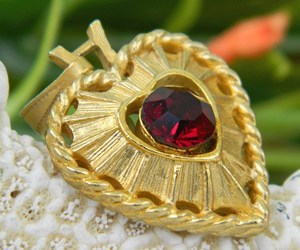 Vintage Heart Pendant Valentine Goldtone Ruby Red Rhinestone, an item from the 'Valentine HEARTS' hand-picked list