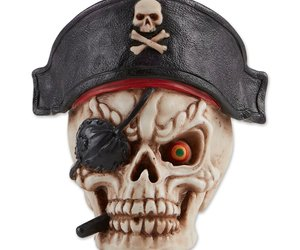 Grinning Pirate Skull, an item from the 'Skulduggery' hand-picked list