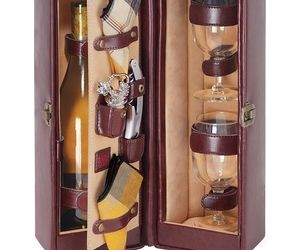 Picnic Time Single Bottle Wine Case, with Wine Service for two, Faux Leather, an item from the ' Pic·nick·ing' hand-picked list