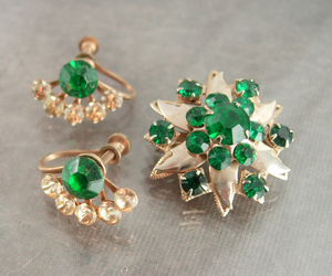 Vintage Rhinestone brooch screw back earrings set Irish emerald green saint patr, an item from the 'Vintage Christmas Bling' hand-picked list