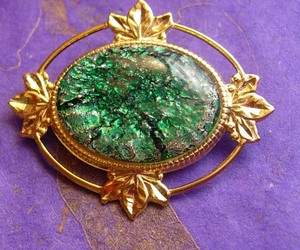 Victorian Style Brooch Vintage Foil Cabochon Women's Green Decorative Blouse Jew, an item from the 'Vintage Christmas Bling' hand-picked list