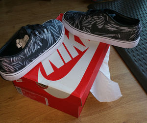 NEW Nike Mens Toki Low TXT Print Skateboarding Casual Shoes 631697-004 SZ 11, an item from the 'Mens Shoes' hand-picked list