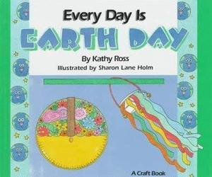 Every Day Is Earth Day (Holiday Crafts for Kids) by Kathy Ross (1995-03-01) [Sch, an item from the 'Community Picks: Earth Day..Recycle, Reuse, Reduce' hand-picked list