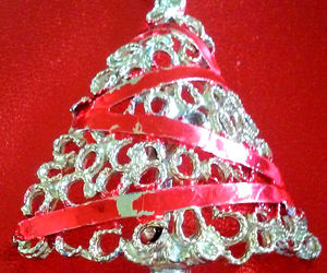 STUNNING VINTAGE ESTATE CHRISTMAS TREE WRAPPED IN RED ENAMEL RIBBON PIN BROOCH, an item from the 'Vintage Christmas Bling' hand-picked list
