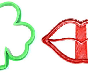 Kiss Me Im Irish Saint Patricks St Pattys Day Set Of 2 Cookie Cutters USA PR1162, an item from the 'St. Patrick's Day' hand-picked list