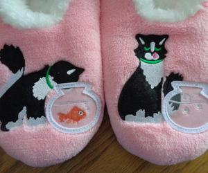 Snoozies Cosy Feet Coverings Style Simply Pairables Cat/Fish Womens Slippers L 9, an item from the 'Preying Kitties...' hand-picked list