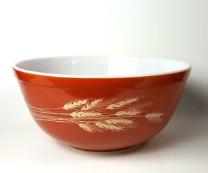 Pyrex Wheat Mixing Bowl Medium Autumn Harvest, an item from the 'Orange Dreamsicle Dreams' hand-picked list