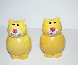 Vintage Gold Cats Kitty Salt and Pepper Shaker Ceramic Set ba, an item from the 'Community Picks: Invite An Animal to Your Table' hand-picked list