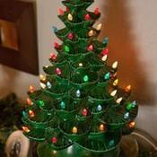 Efe72fed1ddae23f852c126b04d6cf86  christmas tree with lights christmas decorations  1  thumb175